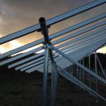 太陽光発電の架台組立て終了